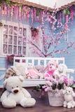 Extérieur de floraison de patio de cerise orientale au printemps Photos libres de droits