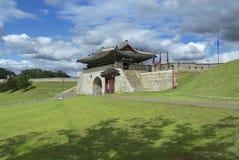 Extérieur de forteresse de Hwaseong (forteresse brillante) à Suwon, Corée du Sud Photographie stock libre de droits