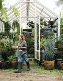 Extérieur de jardinage de femme seul Image libre de droits