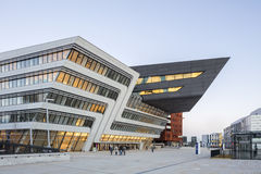 Extérieur de l'université de Vienne des sciences économiques et des affaires photos libres de droits