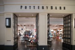 Extérieur de magasin de Pottery Barn Photos stock