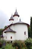 Extérieur de monastère chrétien de nonne de Varatec, Roumanie photos stock