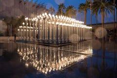 Extérieur de nuit de lumière urbaine de charge à LACMA Photos stock