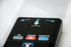 Extérieur de Smart TV avec le contrôle de mouvement d'isolement sur le backgorund blanc Photographie stock libre de droits