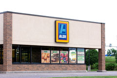 Extérieur de supermarché d'Aldi Photos stock