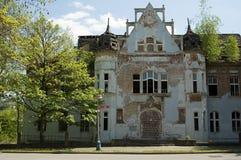 Extérieur de vieille maison de bain Images stock