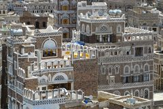 Extérieur des bâtiments décorés traditionnels de la ville de Sanaa à Sanaa, Yémen Photos libres de droits