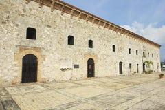 Extérieur du bâtiment colonial typique en Santo Domingo, République Dominicaine  image libre de droits