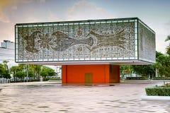 Extérieur du jeune bâtiment national de base d'arts Image stock