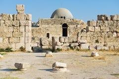 Extérieur du vieux palais d'Umayyad à la colline romaine de citadelle à Amman, Jordanie Images stock