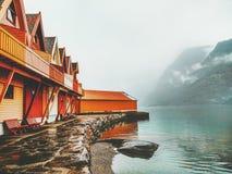 Extérieur en bois confortable de terrasse de maisons de campagne Image libre de droits
