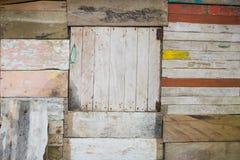 Extérieur en bois de hutte - vieux fond en bois de conseil - barack en bois fa images libres de droits