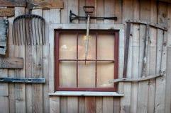 Extérieur en bois de mur de hangar de ferme Photos stock
