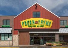 Extérieur et logo frais du marché d'agriculteurs de thym Photo stock