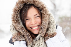 Extérieur heureux de femme de l'hiver Photographie stock
