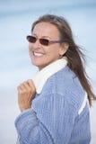 Extérieur heureux de femme mûre sûre Photographie stock