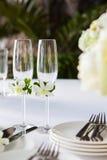 Extérieur installé par table de mariage Image stock