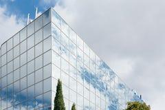 Extérieur moderne d'immeuble de bureaux Photo stock