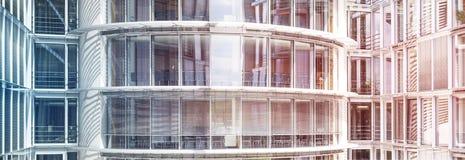 Extérieur moderne d'immeuble de bureaux - façade en verre Photos libres de droits