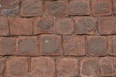 Extérieur rougeâtre arrondi de texture de blocs de plancher dans la ville photo libre de droits