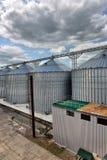 Extérieur, stockage et séchage de construction des grains Image stock