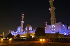 Extérieurs de Sheikh Zayed Mosque la nuit Image libre de droits