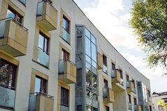 Extérieurs modernes d'immeubles Photos libres de droits