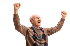 Extatisk äldre man som gör en gest lycka arkivfoton