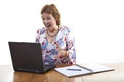 extatisk lycklig kvinna för affär Arkivfoton