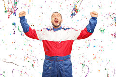 Extatisk racerbilsförare som firar seger Arkivbild