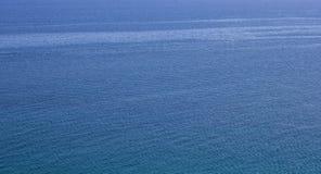 Extensão do mar agitado de água azul Imagem de Stock