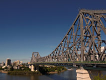 Extensões da ponte da história através do rio de Brisbane Imagem de Stock