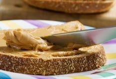Extensión de la mantequilla de cacahuete Fotos de archivo libres de regalías