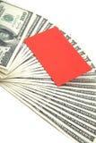 Extensión del efectivo con la tarjeta en blanco para el texto imagen de archivo