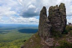 Extensión ilimitada Visión desde las montañas Pilares de piedra naturales fenómeno Chiquitania bolivia Imagen de archivo