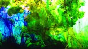Extensiones coloridas excelentes de la pintura en agua almacen de metraje de vídeo