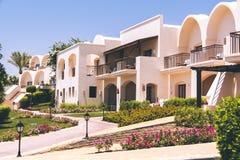 Exterior árabe de la arquitectura del hotel de Egipto del centro turístico de lujo del verano fotos de archivo libres de regalías