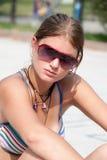 Exterior adolescente de Bronde en el parque con el sujetador del deporte Fotos de archivo libres de regalías