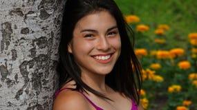Exterior adolescente femenino sonriente Imágenes de archivo libres de regalías