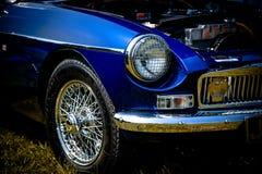 Exterior azul clásico del coche foto de archivo