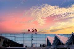Exterior constructivo del aeropuerto internacional de Riga Fotos de archivo