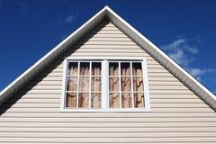 Exterior da casa, close-up do telhado. Fotografia de Stock