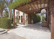 Exterior da casa de campo luxuosa no recurso tropical com gard ajardinado Imagens de Stock Royalty Free