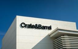 Exterior da loja de Crate & Barrel imagens de stock royalty free