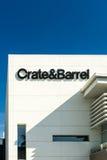 Exterior da loja de Crate & Barrel fotografia de stock