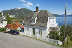 Exterior da mangueira norueguesa tradicional em Balestrand, Noruega Fotos de Stock Royalty Free