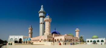 Exterior da mesquita de Touba, centro lugar do enterro de Mouridism e de Cheikh Amadou Bamba - 17 11 2012 Touba, Senegal foto de stock
