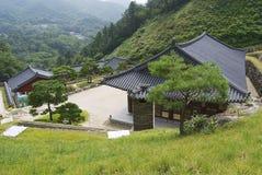 Exterior das construções complexas do templo de Haeinsa em Chiin-Ri, Coreia imagens de stock royalty free