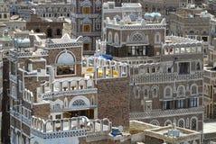 Exterior das construções decoradas tradicionais da cidade de Sanaa em Sanaa, Iémen fotos de stock royalty free