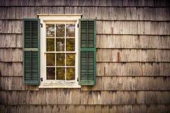 Exterior de Cedar Shake da janela Foto de Stock Royalty Free